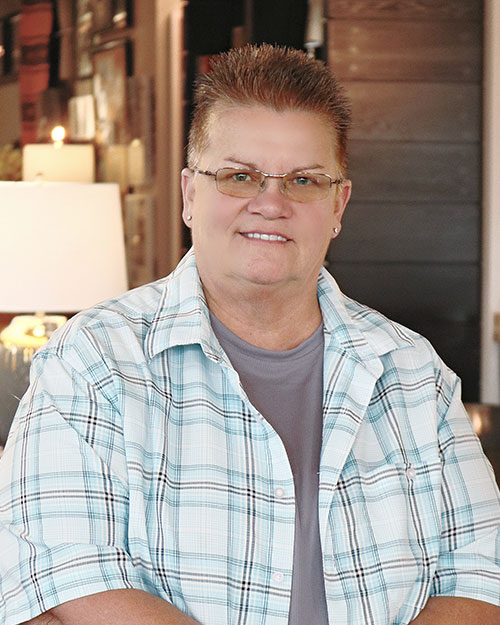 artist portrait of Shelly Forbes